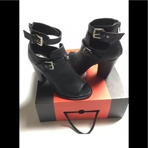 Women's G by Guess Gisteria Peep Booties